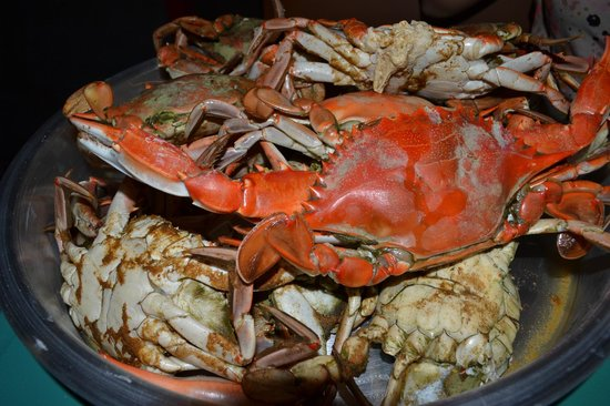 Seafood Seller & Cafe : A dozen of yummy blue crabs