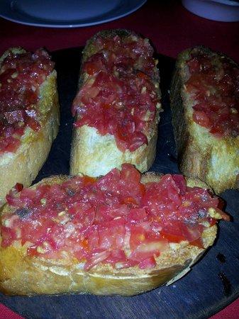 Toro Tapas Bar : Spanish Bruscetta. Yummy!