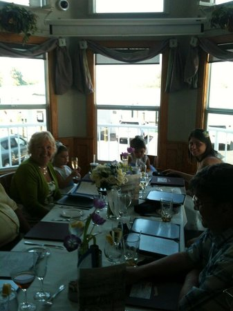 Crow's Nest Marina Restaurant & Tavern: family