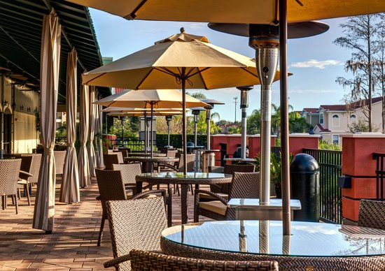 Emerald Greens Condo Resort: Outdoor Dining