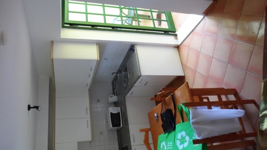 Caleta Playa Apartments: Kitchen area