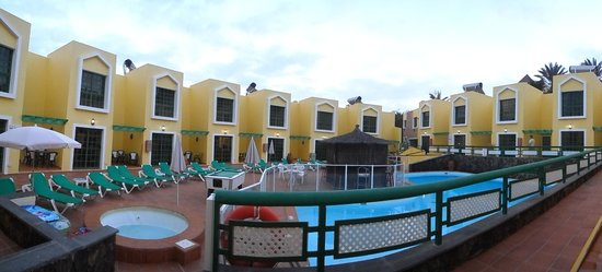 Caleta Playa Apartments: Pool area