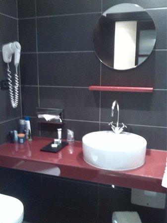 IH Hotels Milano Watt 13: bathroom