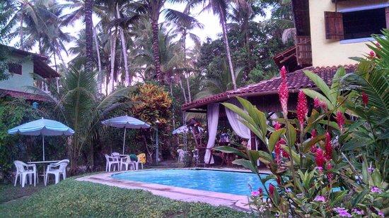 Vila Mato Verde Chalets: Jardim belíssimo.