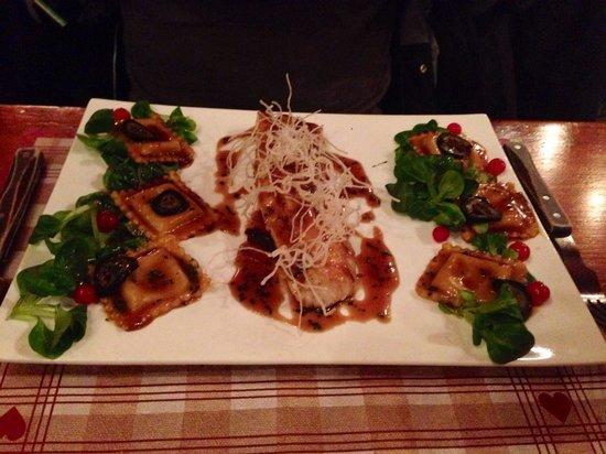 La Cabane : Filet de sandre, ravioles aux cèpes, sauce type aigre douce filaments de de lard grillé, mâche e