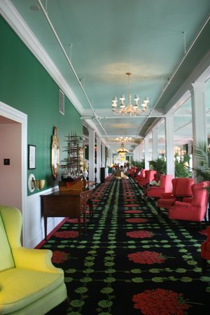 The Grand Hotel Luncheon Buffet : hallway inside (antiques)