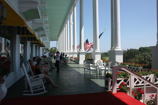 The Grand Hotel Luncheon Buffet : Front porch if the hotel