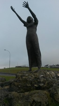 Yeats Country Hotel, Spa and Leisure Centre: waiting on shore, rosses point