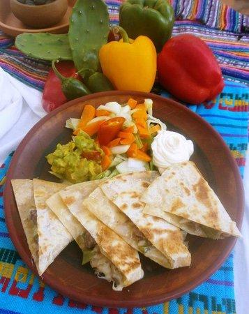 El Mexicano: Quesadillas Pollo o Res