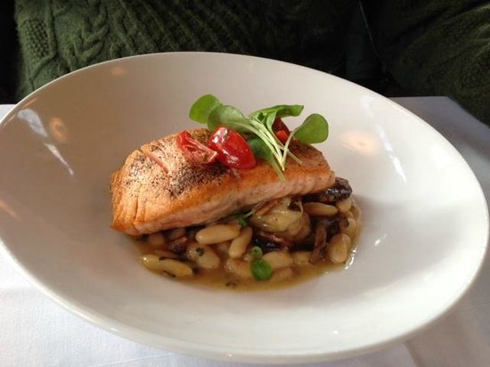 Tasting Room : salmon, white beans