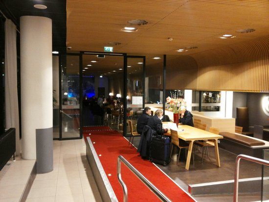 Ibis Amsterdam Centre: Hall hotel