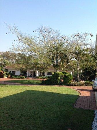 De Charmoy Estate Guest House: Mooi terrein, goed onderhouden