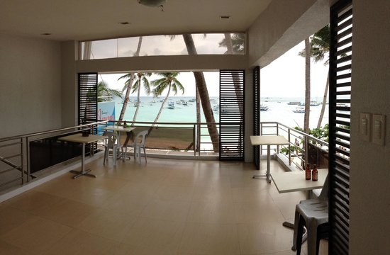 Grand Blue Beach Hotel: 二階のロビーは広くて景色も最高!