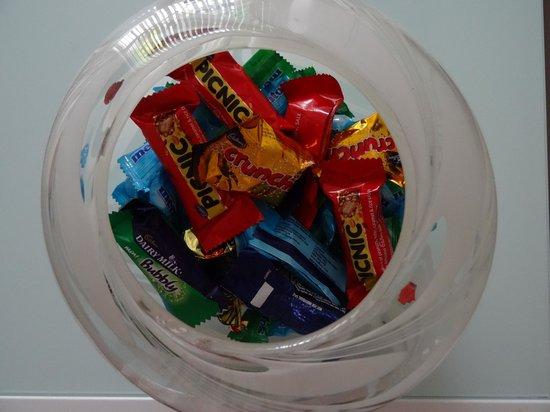 Glenlusk Gardens: Bowl of treats!