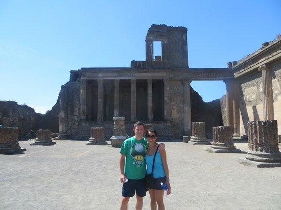 Lucia Pompeii Guide Tours: Happy couple at Pompeii