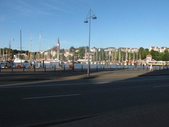 Hotel Flensburger Hof: along the harbor, near the hotel