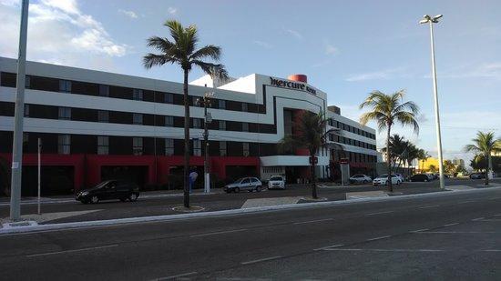 Del Mar Hotel: Muito bonito fachada do hotel Mercure.