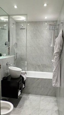 Hotel Lumen: bathroom
