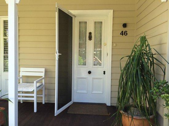 Myrtle Cottage Bed and Breakfast : front door