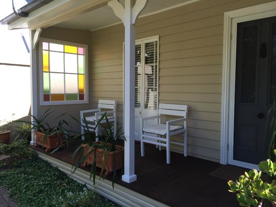 Myrtle Cottage Bed and Breakfast : porch
