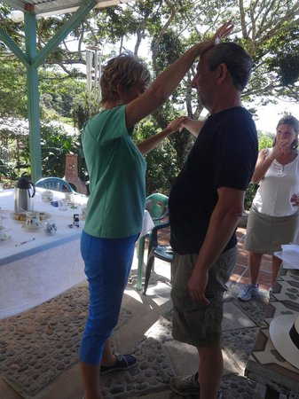 Cloud Forest Botanicals: Diane gives private health consultations.
