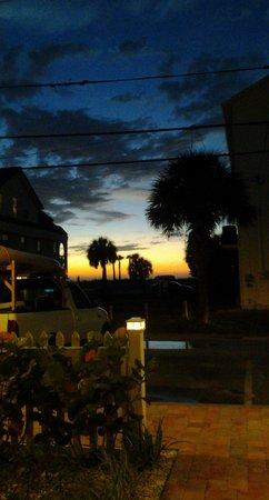 Coconut Inn: Sunset from Inn entrance.