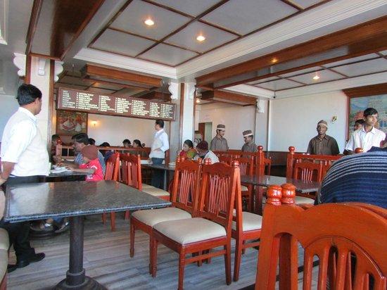 Astoria Veg Restaurant: seating