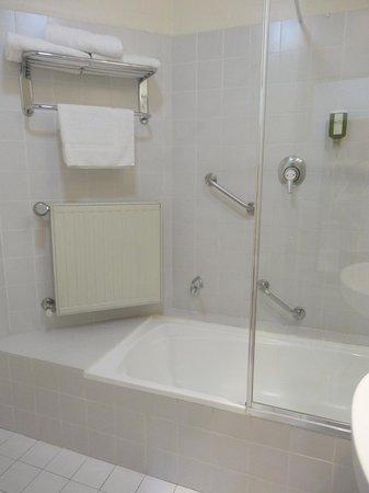 Best Western Grand Country Lodge: bathroom