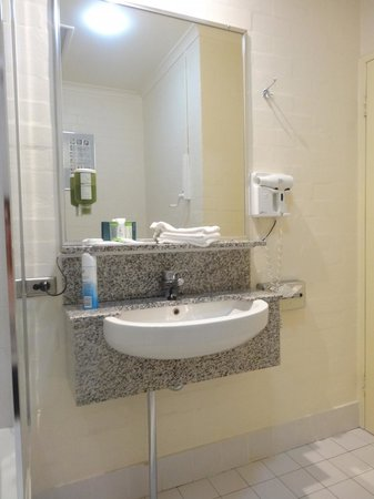 Best Western Grand Country Lodge : sink