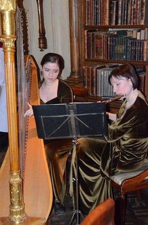 Café Pushkin : Harp and Flute players
