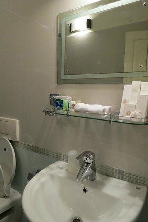 Tissa's Inn: the bathroom
