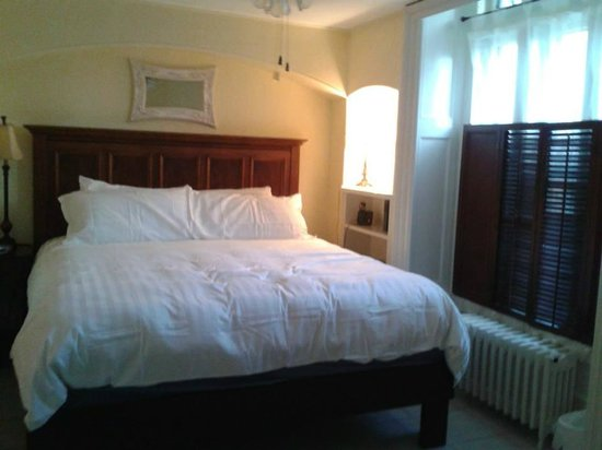 Chipman Hill Suites: bedroom