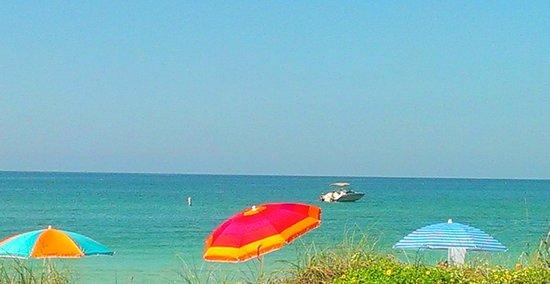 Keystone Motel: Always enjoy seeing all of the brightly colored umbrellas highlighting the beautiful beach