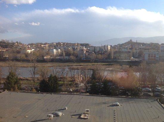 Grand Hotel Plovdiv : Ausblick aus dem Zimmer über den Fluß rüber zur Altstadt