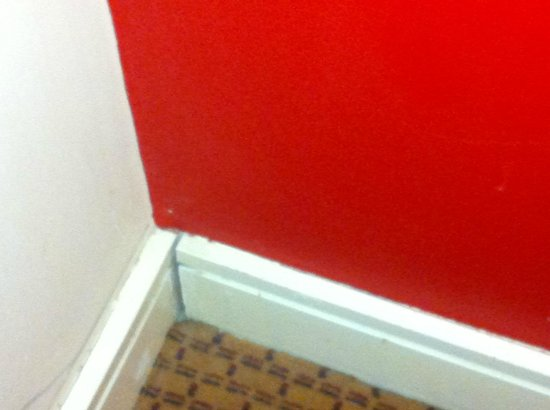 Village Hotel Maidstone: 1st room offered - poor fixtures, dirty walls et...