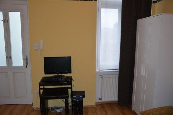 Club Apartments & Rooms: 2 в 1 телевизор и компьютер