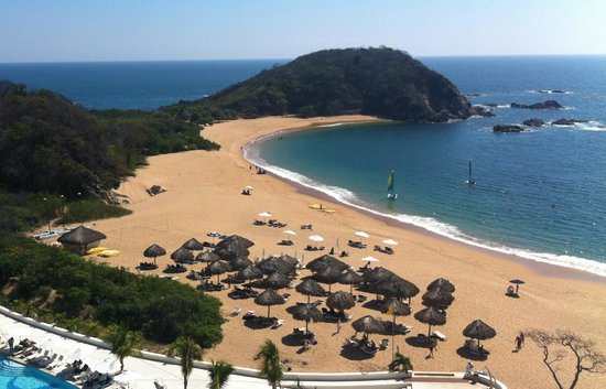 Secrets Huatulco Resort & Spa: south side of bay