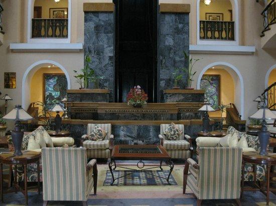 Fortune Hotel Sullivan Court: Reception lounge