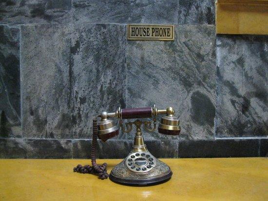 Fortune Hotel Sullivan Court: House phone