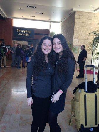 Leonardo Plaza Hotel Jerusalem: Lively Lobby!