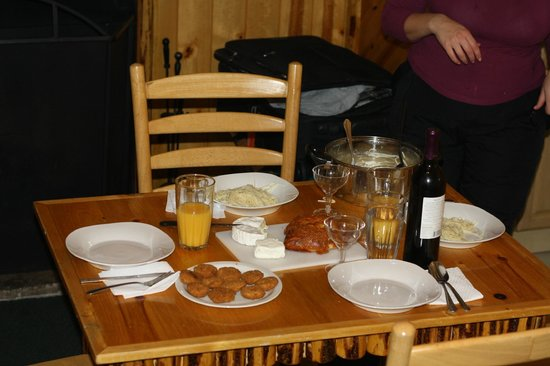 Big Bear Frontier Cabins & Hotel: Nice to fix meals at the kitchen