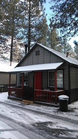Big Bear Frontier: Front of our cabin
