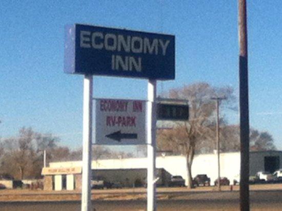 Economy Inn: sign