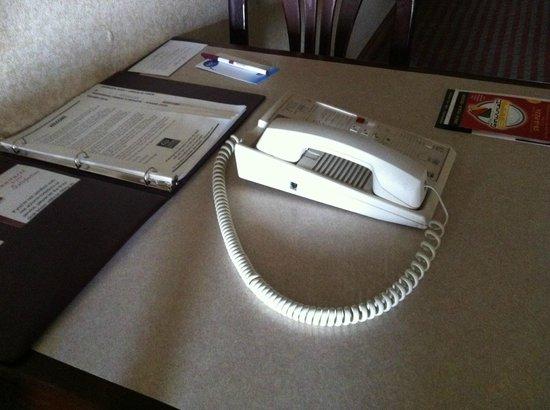 Comfort Suites: Cordless phone?