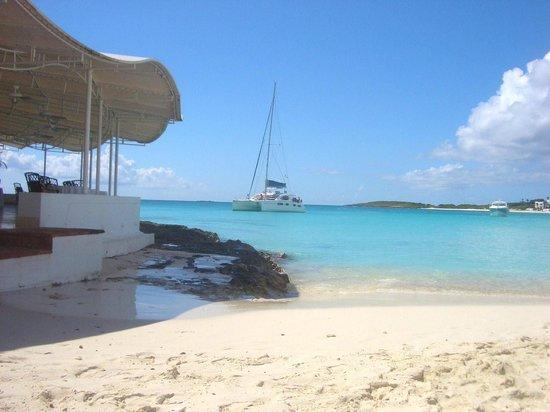 Maundays Bay: Public Beach next to Spice