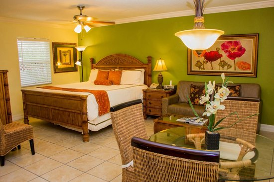 Tropical Beach Resorts : Bright, airy rooms with enough space to spread out