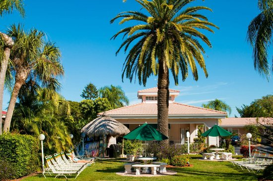 Tropical Beach Resorts : Lush, tropical gardens with BBQ tiki huts