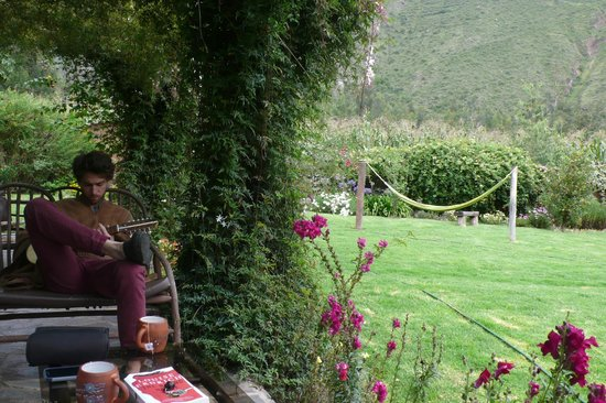 The Green House Peru: Relaxing in the yard