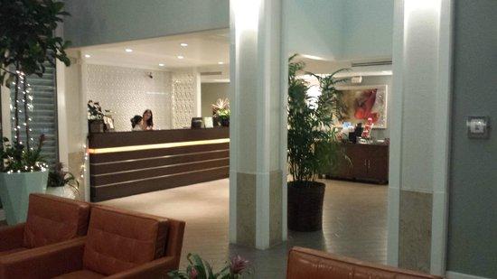 Shoreline Hotel Waikiki: Reception Desk and Coffee Counter