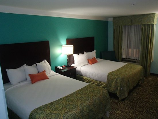 BEST WESTERN PLUS Glen Allen Inn: Other view of the room